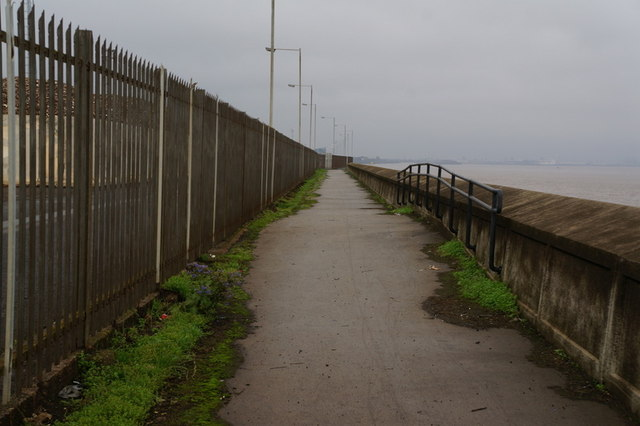 The riverside path towards Hull City Centre