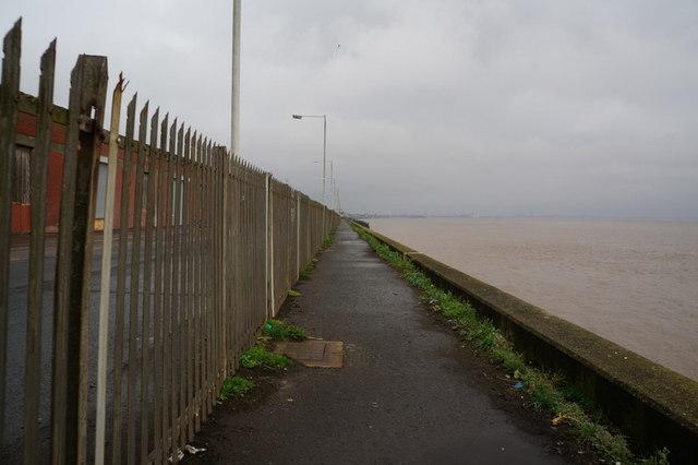 The riverside path towards Hull City Centre