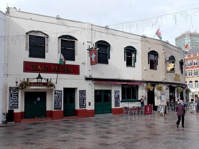 Tair Pluen pub, Cardiff