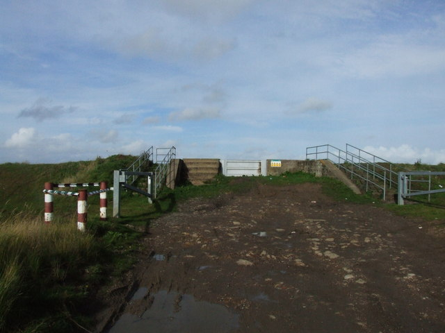Flood defences near Little Murston