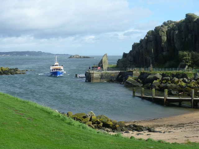 The 'Forth Belle' arriving at Inchcolm