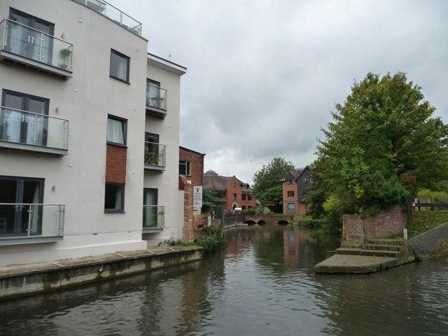 Weir stream rejoining the Kennet & Avon canal
