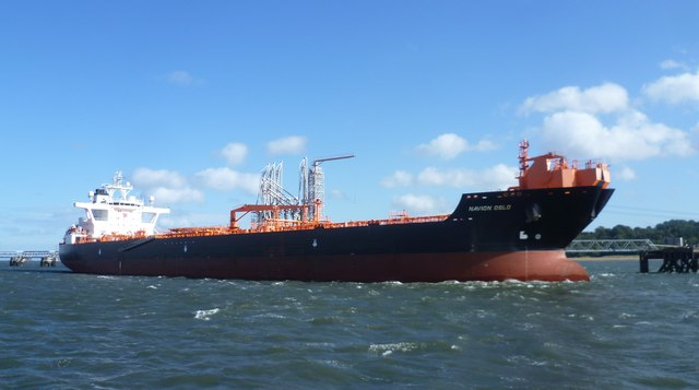 Norwegian tanker in the Forth of Forth