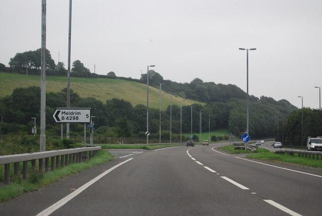 Meidrim turning, A40