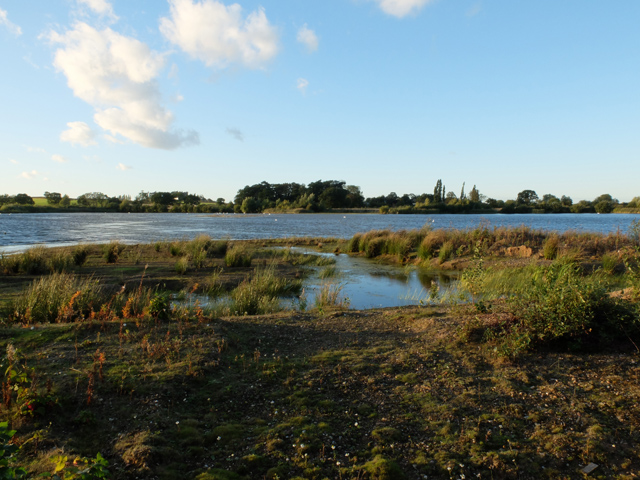 Flooded pits by Neat Holme Road