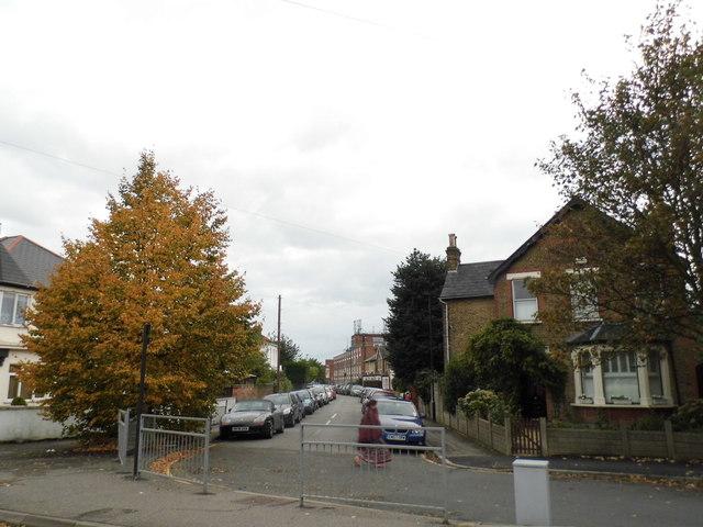 Kings Road from Harlington Road East