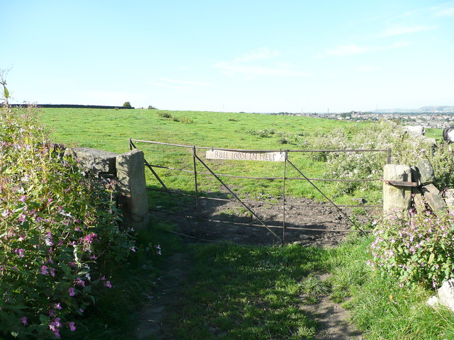 Stile and gate on Elland FP58