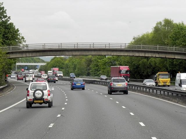 Northbound M20, Footbridge at Millhall