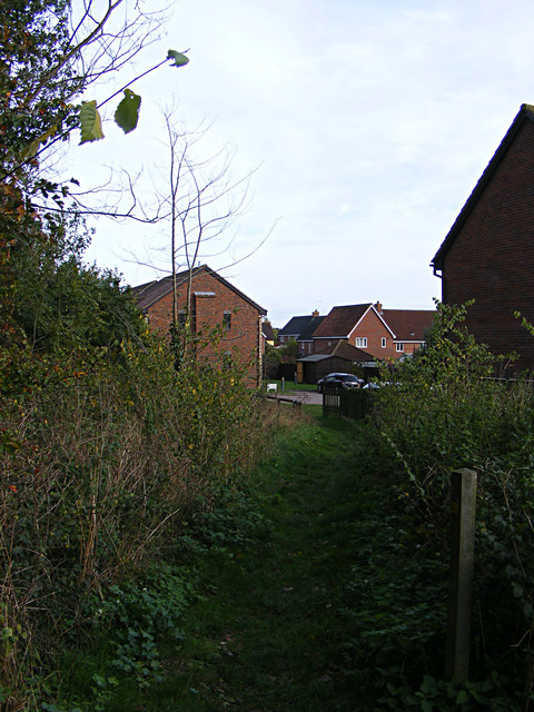 Footpath to Dove Close