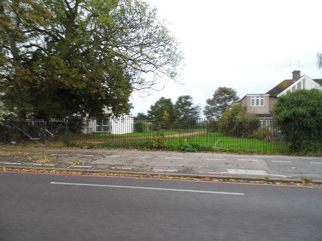 The entrance to Hanworth Park on Uxbridge Road