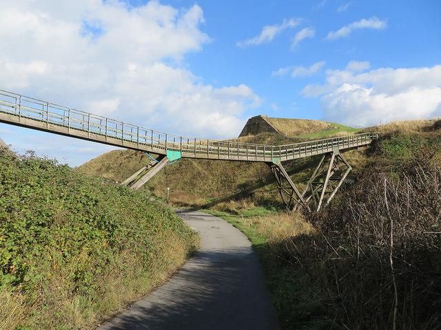 Footbridge and dismantled railway remains, Upgang