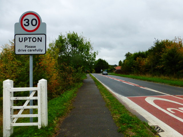 Entry to Upton from the north west on the A417