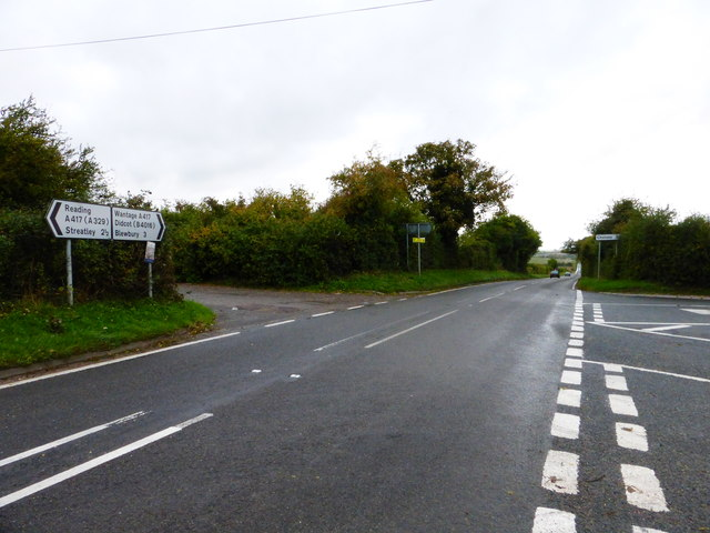 Looking towards Blewbury on the A417 from Halfpenny Lane