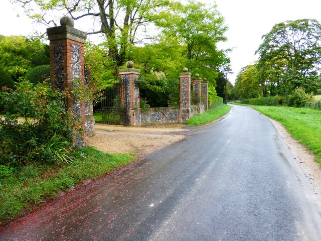 Looking east on Rectory Road from Thurle Grange