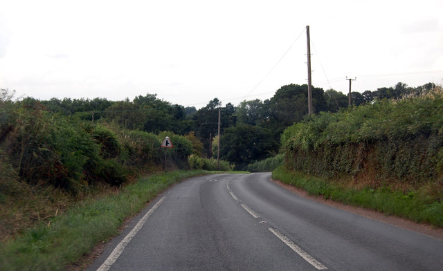 B4224 approaching junction at Cross in Hand