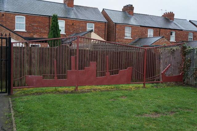 Fancy fence on Steynburg Street, Hull