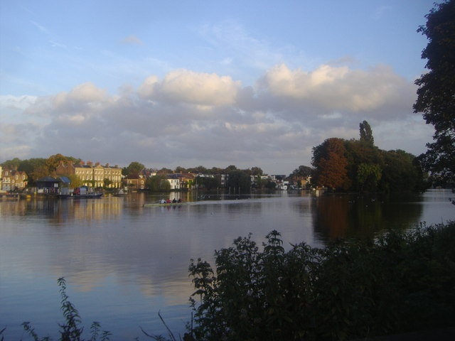 Strand on the Green and Oliver's Island from Kew Riverside