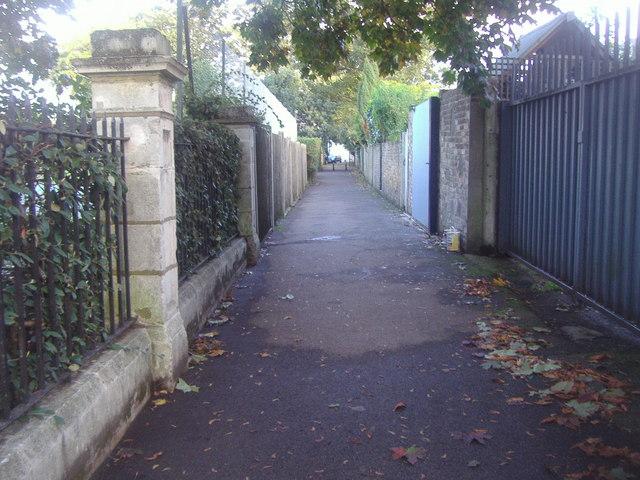 Path from Kew Bridge to Kew Green