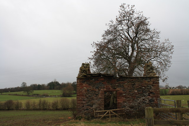 Ruined barn near Newton Rigg