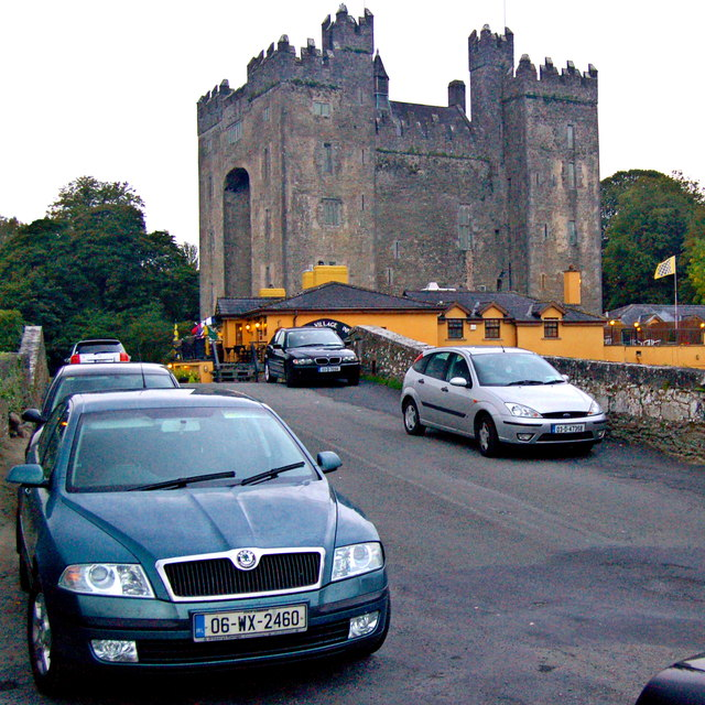 Bunratty - 15th Century Bunratty Castle & Durty Nelly's Pub