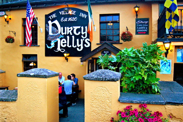 Bunratty - Durty Nelly's Pub - Front Side & Entrance