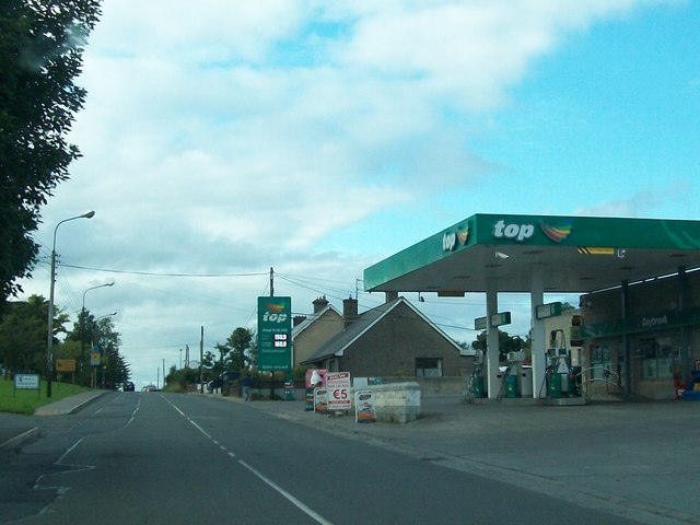 Top Garage on Dublin Road (R162) at Kingscourt
