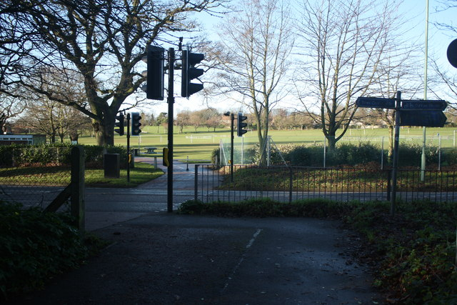 Peto Way and Normanston Park