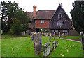 TQ5243 : Penshurst churchyard by Ian Taylor