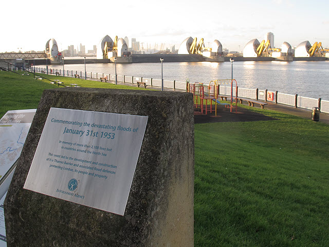 Brushed metal plaque № 33064 - Commemorating the devastating floods of  January 31st 1953  In memory of more than 2,100 lives lost  in countries around the North Sea    This event led to the development and construction  of the Thames Barrier and associated flood defences  protecting London, its people and property