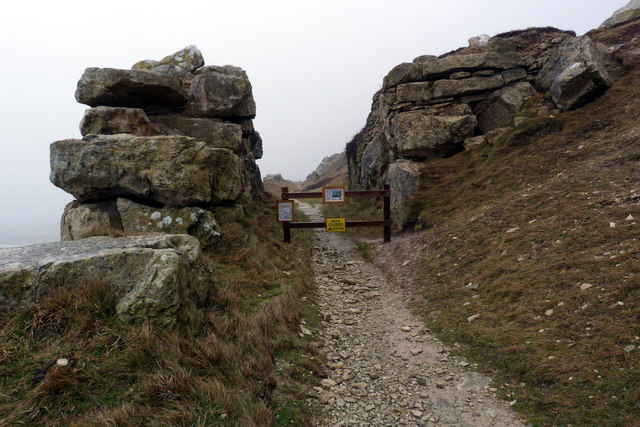 Footpath closed on West Cliff