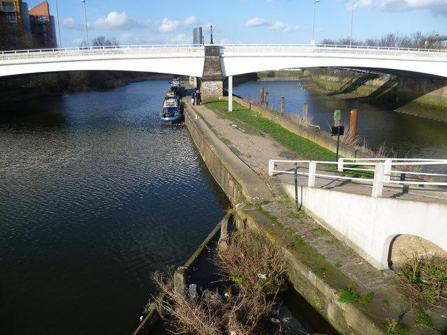 Twelvetrees Crescent bridge