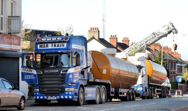 Fuel tank delivery, Strandtown, Belfast - April 2014(1)