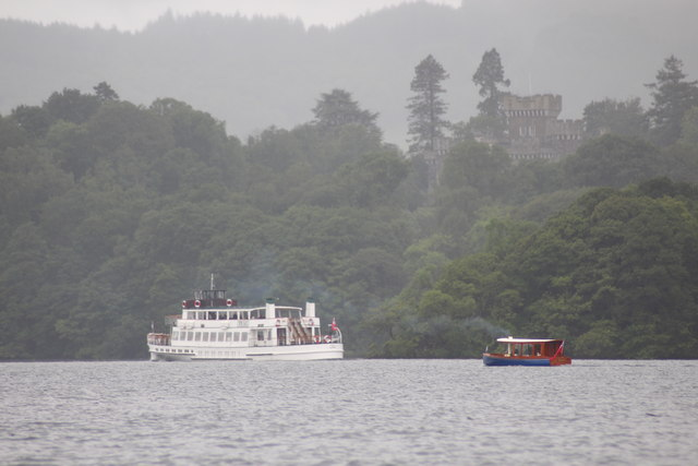Windermere - Ferries passing in front of Wray Castle