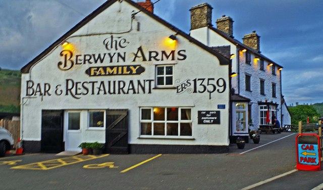 The Berwyn Arms  Glyndyfrdwy      U00a9 P L Chadwick