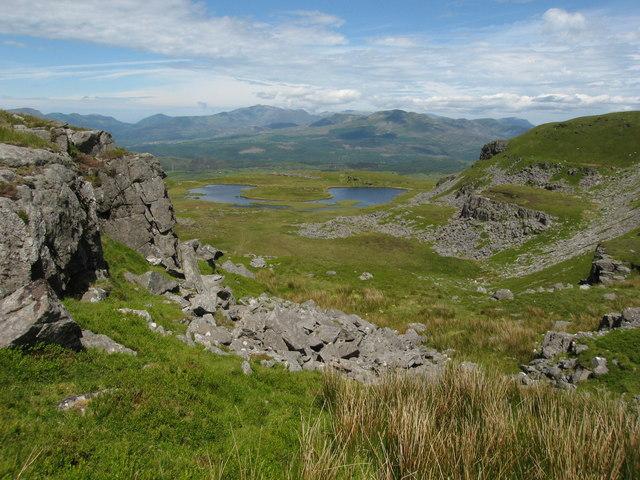 A distant Llyn Dywarchen