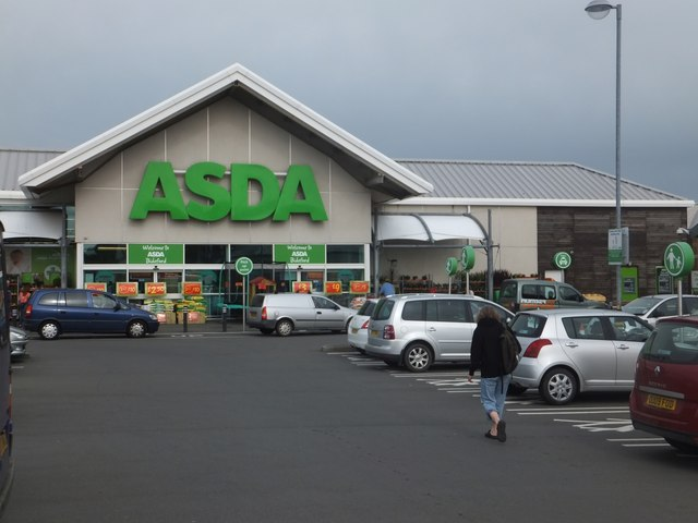 Asda supermarket and car park © David Smith cc-by-sa/2.0