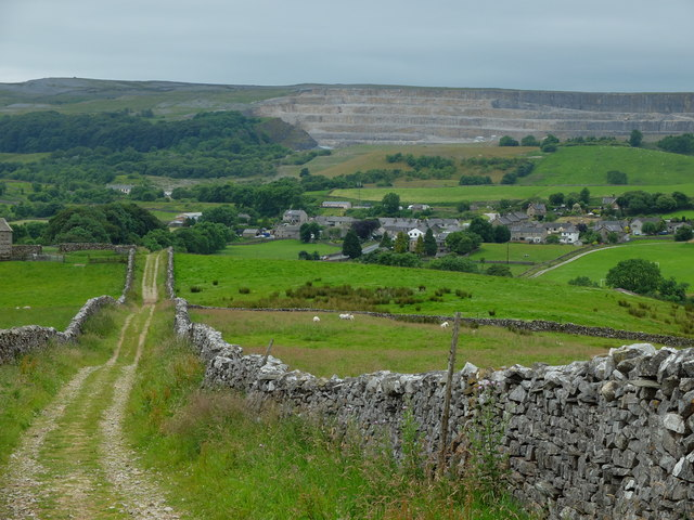 Track forming part of the Pennine Way and Ribble Way