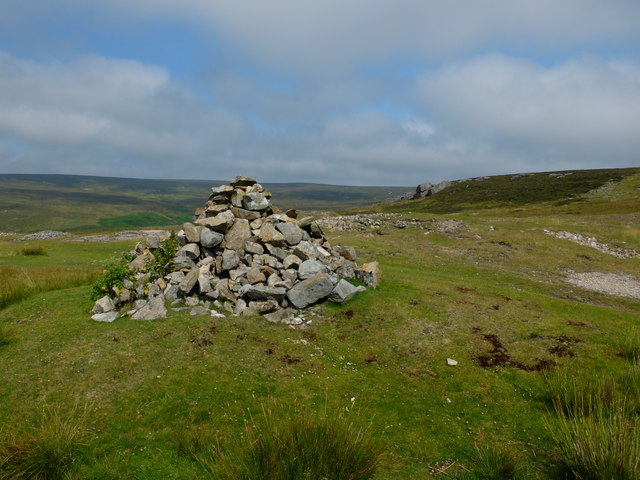One of several cairns on Fremington Edge