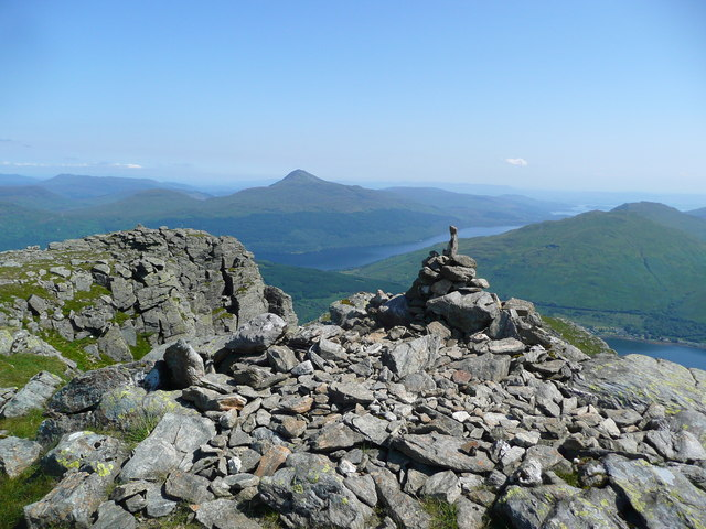 Cairn at the east end of the Beinn Narnain summit