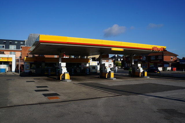 Shell garage on lawrence street a1079 ian s cc by sa 2 0 geograph britain and ireland - Find nearest shell garage ...