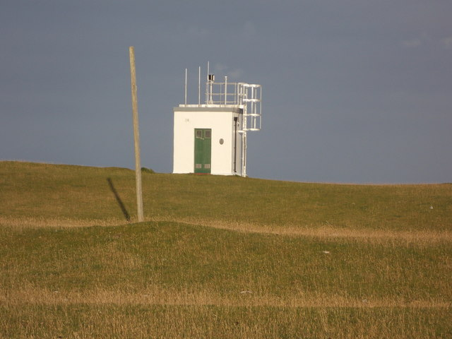 Scarinish: approaching the lighthouse