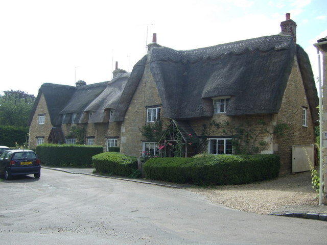 Thatched cottages, Apethorpe