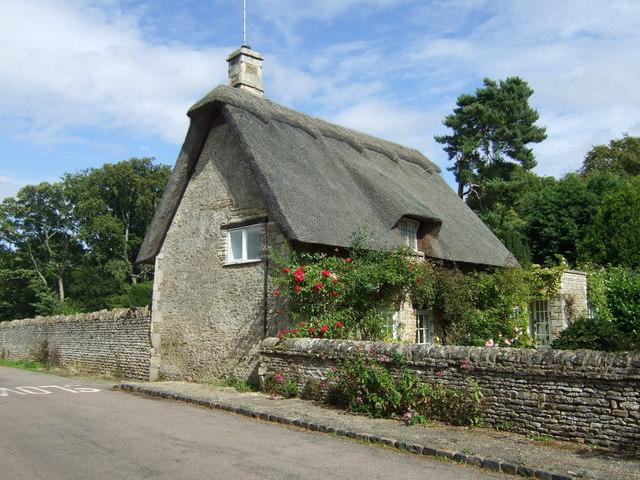 Thatched cottage on Bridge Street, Apethorpe