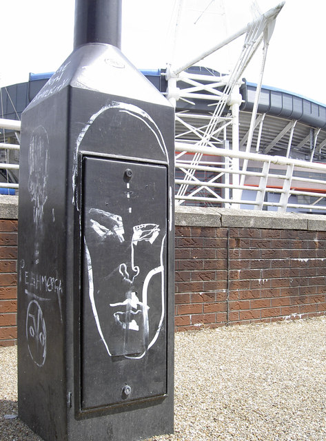 A face on a lamppost