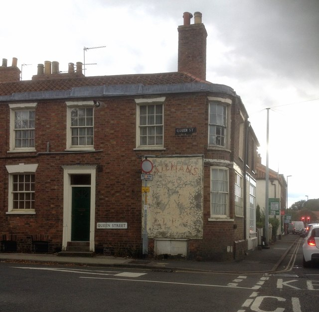 Ghost sign on former pub in Queen Street