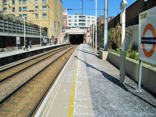 Finchley Road & Frognall railway station, Greater London