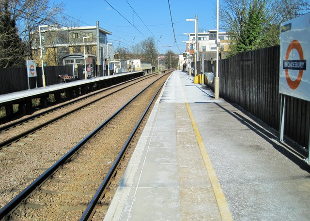 Brondesbury railway station, Greater London