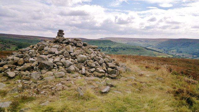 Cairn on Live Moor alongside Cleveland Way path