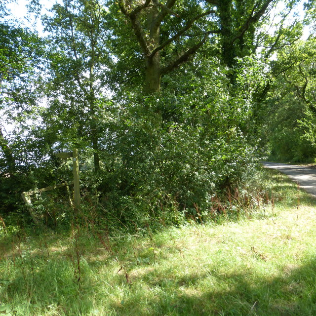 Bridleway junction with lane from Roke Farm