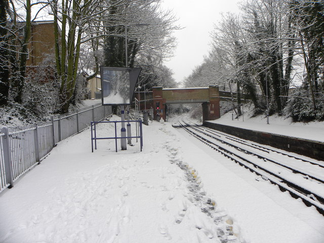 Sundridge Park station and the railway lines to its south